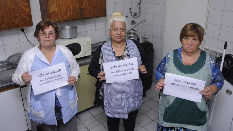 Auxiliares reclaman un sueldo digno