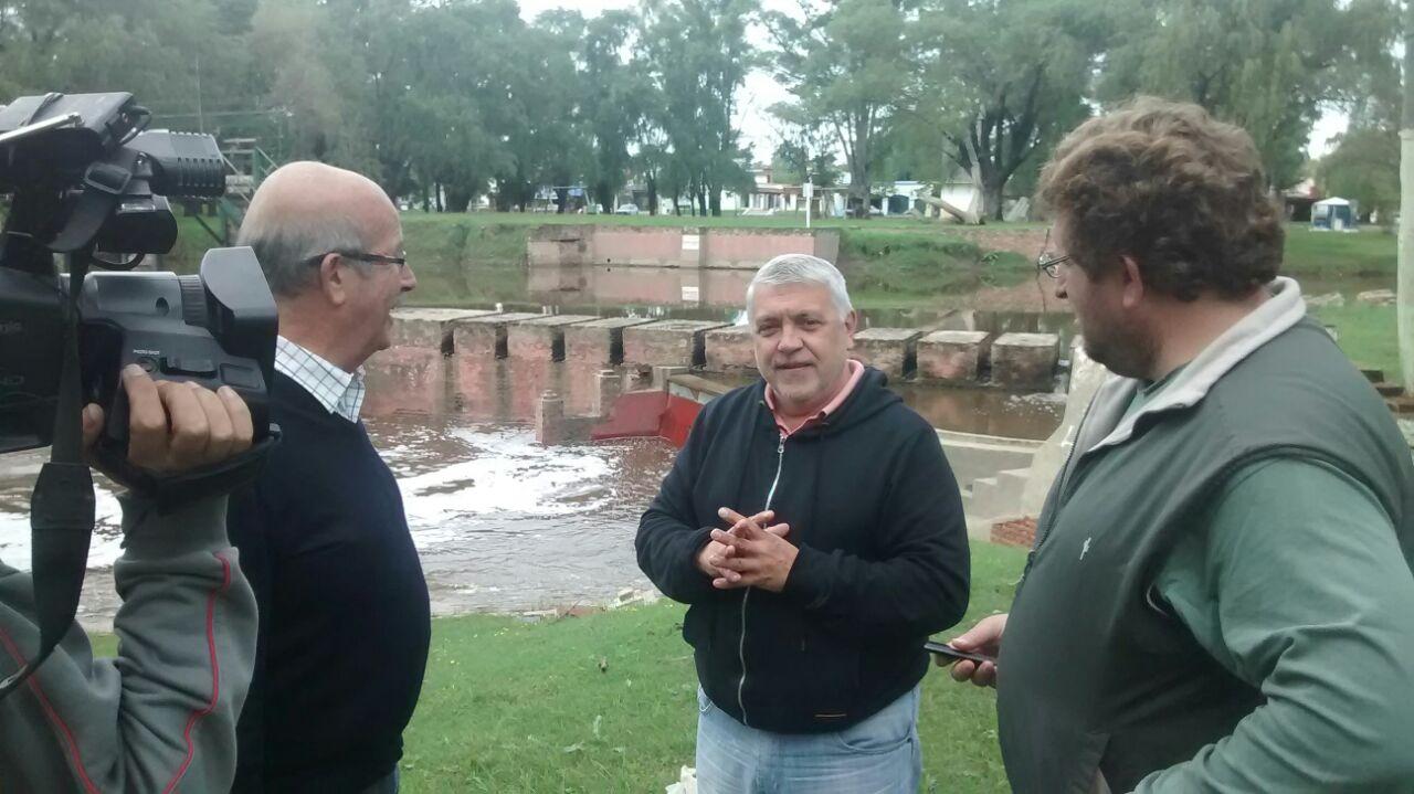 Luis Lupini y Eduardo Midaglia en el piletón del Río Areco