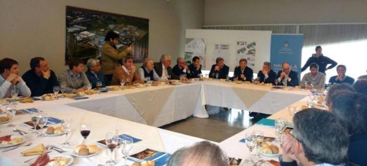 Durañona almorzando con intendentes de la región