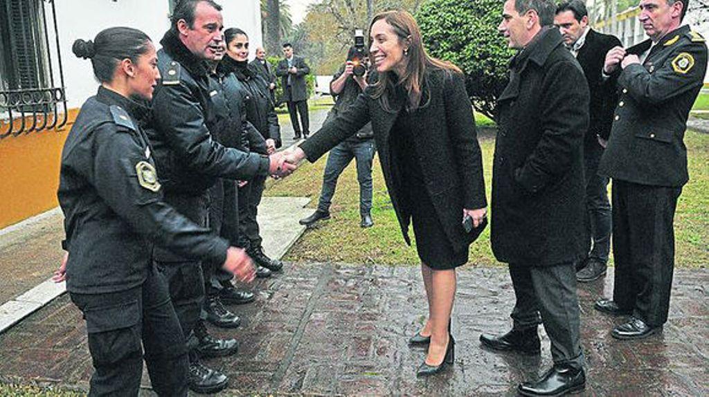 María Eugenia Vidal reconociendo a los policías del caso López