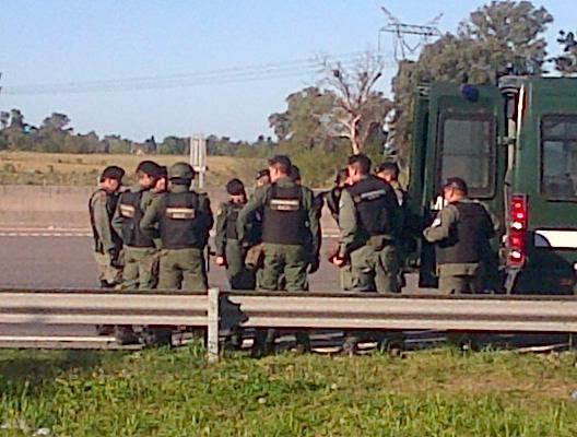 Gendarmería en el Peaje Larena