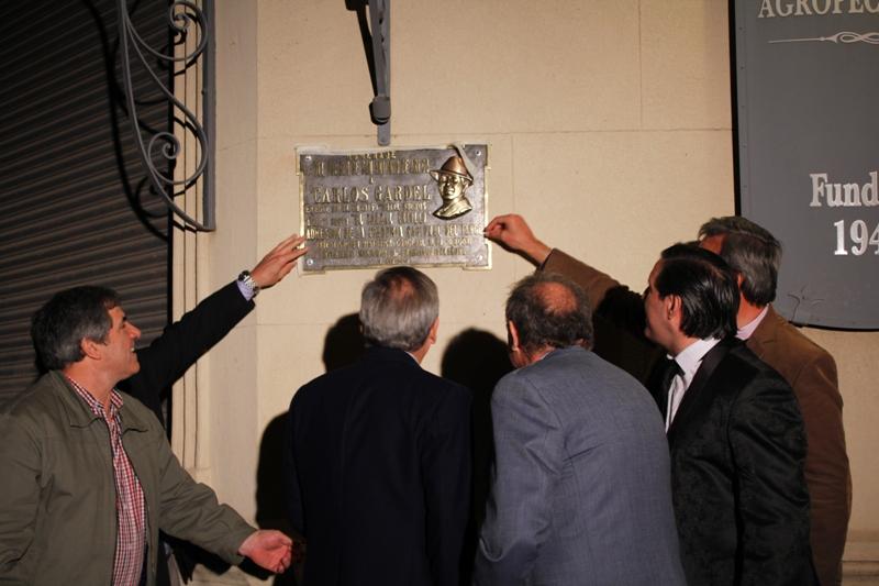 Descubrimiento de placa en homenaje a Carlos Gardel