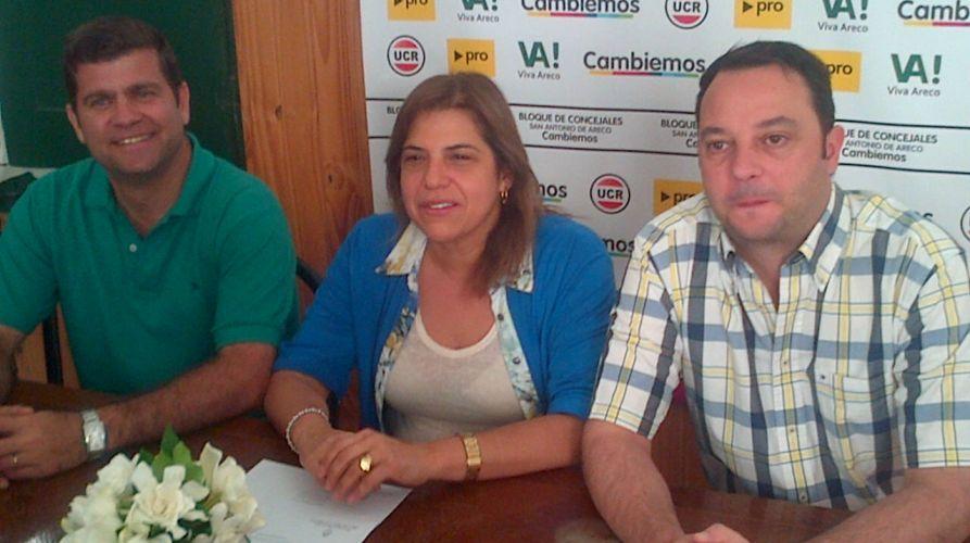 Diputada Pcial. Sandra Paris, Leonardo Perea (Presidente de la UCR local) y Concejal Francisco Ratto