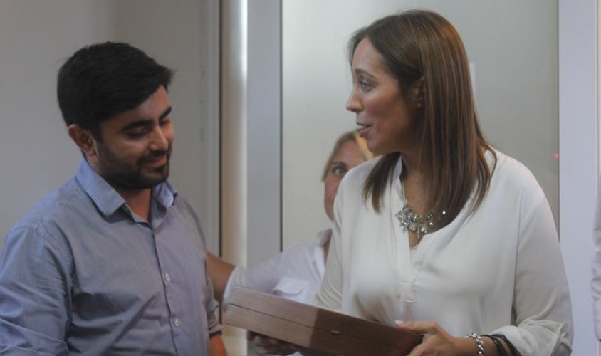 La Gobernadora María Eugenia Vidal con el orfebre Maximiliano Rodríguez