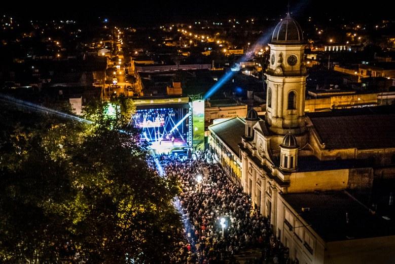 15 Mil Personas Disfrutaron Karina Y Los Nocheros En